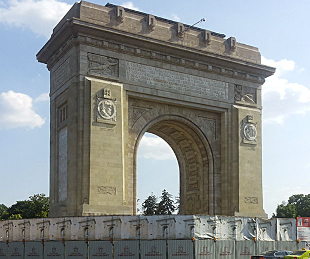 Visitare-Bucarest-arco-di-trionfo
