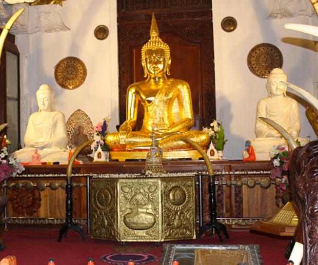 Cosa-Vedere-in-Sri-Lanka-tempio-dente-sacro-Kandy