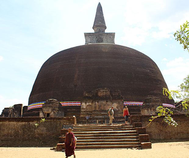 rankot-vihara-polonnaruwa
