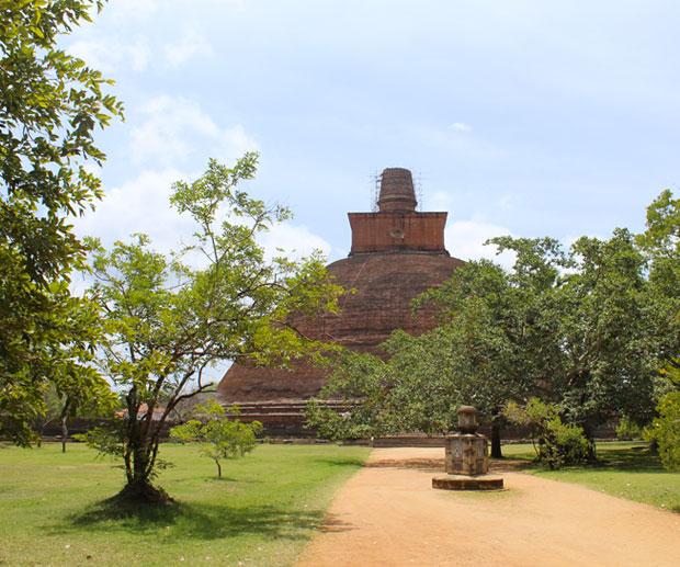 sri-lanka-jetavanarama-dagoba-anuradhapura
