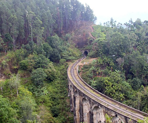 sri-lanka-nine-arch-bridge-elle