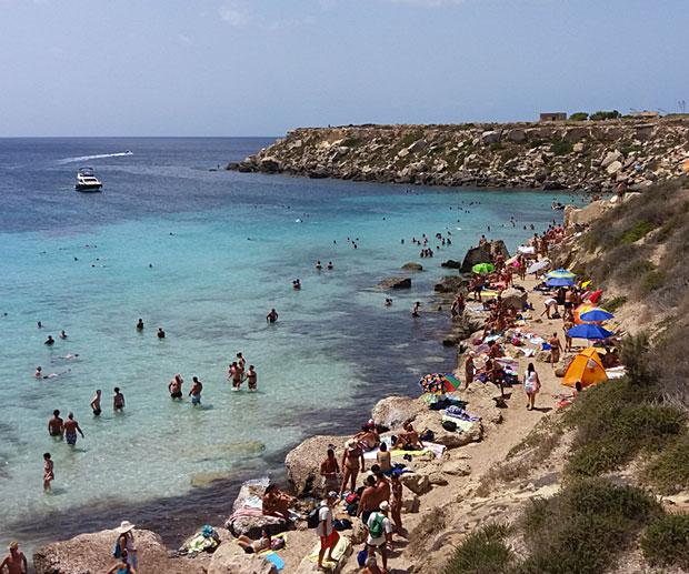 Spiaggia Cala Azzurra Vacanza Favignana
